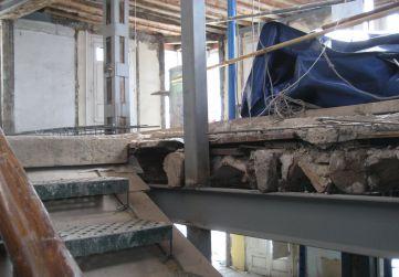 estructura metálica vertical hueco escalera