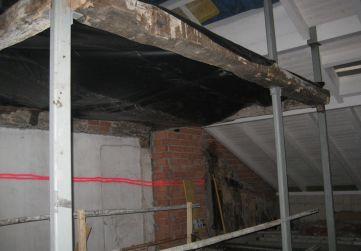 caja de escalera en bajo cubierta