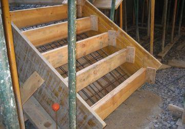 encofrado escalera sótano a planta baja