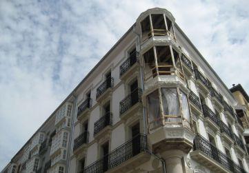fachada calle Diputación con Virgen Blanca