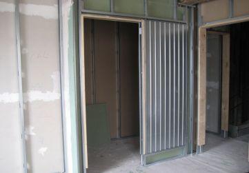 colocación de armazón metálico puerta corredera