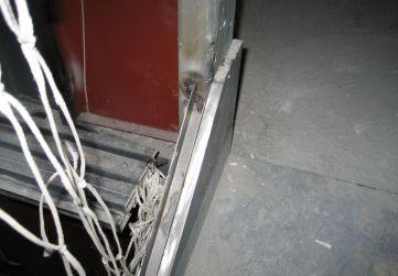 Colocación sportes vidrios cerramiento ascensores