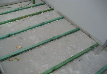 Enrastrelado solado caja escaleras