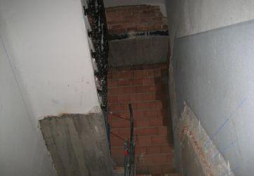 Nuevo cierre albañilería en caja escalera