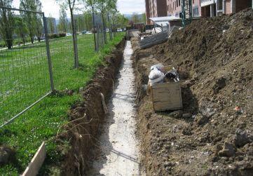 Hormigón de limpieza en muro urbanización