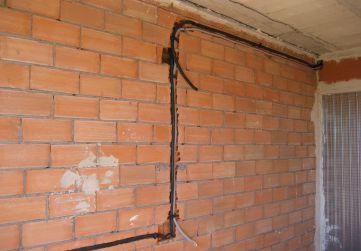 Comienzo colocación tubos instalación electricidad
