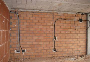 Colocación tubos eléctricos Planta 1º