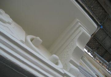 Trabajos de pintura en fachada principal