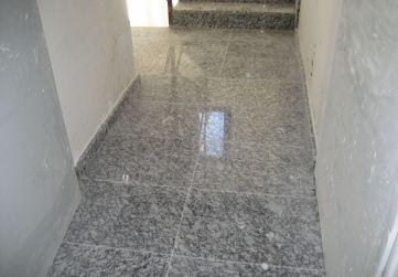 Solado de granito caja de escaleras