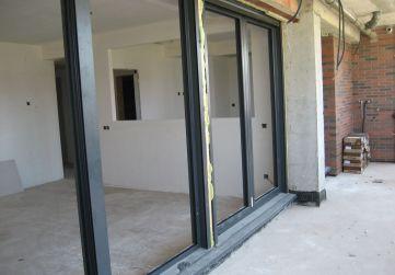 Colocación carpintería exterior fachada principal