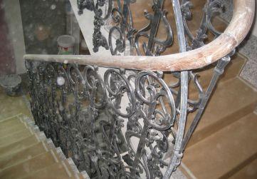 Colocación barandilla existente caja de escalera